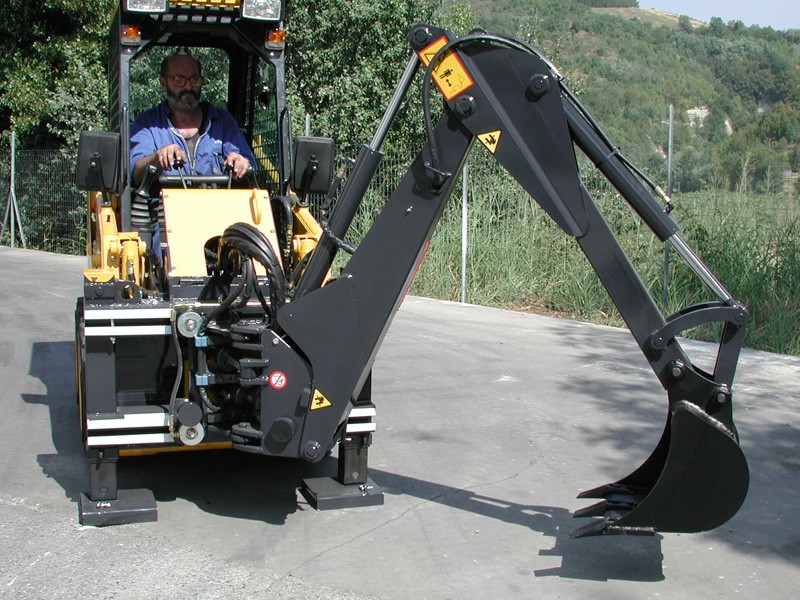 Industrial Backhoe for tractors, skid steer and compact loaders | Uemme